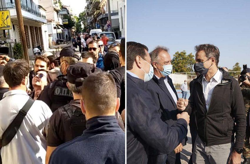 Καθημερινή: Δείχνει ως υπεύθυνο τον Τσιάρα για τις διαμαρτυρίες κατά Μητσοτάκη στην Καρδίτσα