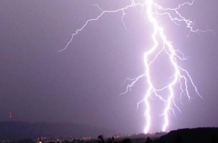 Kαιρός: Έκτακτο δελτίο επικίνδυνων φαινομένων – Κεραυνός έβαλε φωτιά σε σπίτι στη Ναύπακτο (vid)