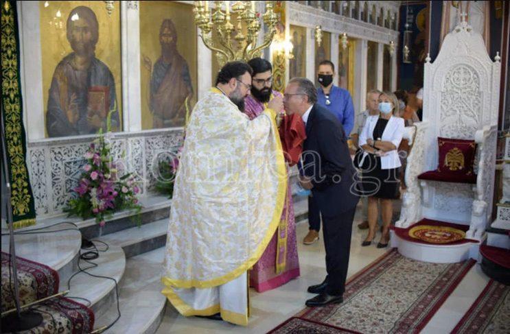 Το romfea.gr ανάρτησε φωτογραφία του Γ. Κουμουτσάκου ως απάντηση στον καθηγητή Δερμιτζάκη για τη Θεία Κοινωνία