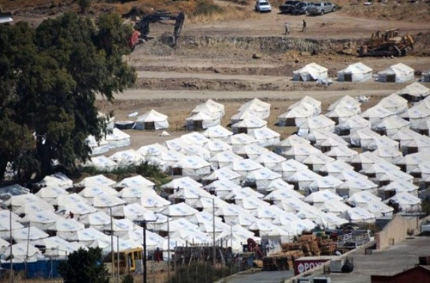 Live: Mε αργούς ρυθμούς η είσοδος των προσφύγων στο Καρά Τεπέ