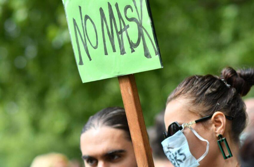 """Τα Fake news για τις μάσκες – Αποδόμηση του """"κινδύνου"""" από τους επιστήμονες"""
