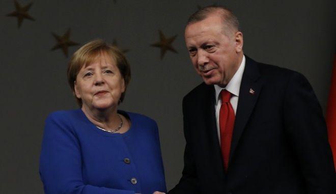Τηλεδιάσκεψη Μέρκελ-Ερντογάν για την αν.Μεσόγειο- Το Βερολίνο επιδιώκει συνάντηση του Τούρκου προέδρου με τον Κυρ. Μητσοτάκη πριν τη Σύνοδο Κορυφής