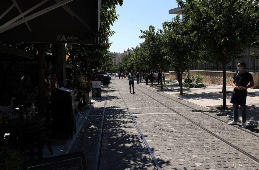 """Μίνι καραντίνα στην Αθήνα: Οι ειδικοί πιέζουν και ασκούν κριτική για τα """"μπρος – πίσω"""""""