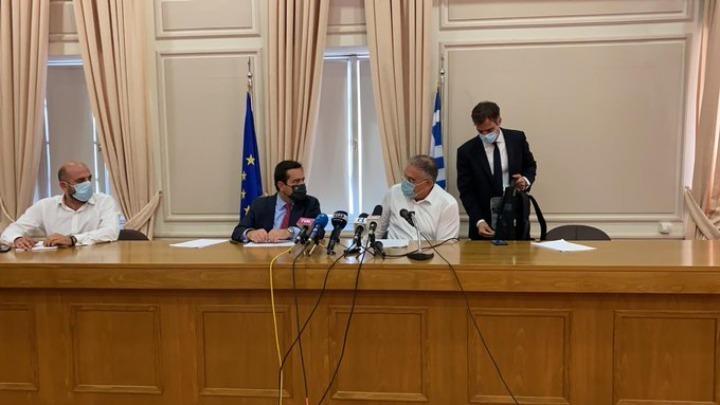 Μηταράκης: Ένα επιβατηγό πλοίο και δύο αρματαγωγά θα φιλοξενήσουν περί τους 2.000 πρόσφυγες και μετανάστες
