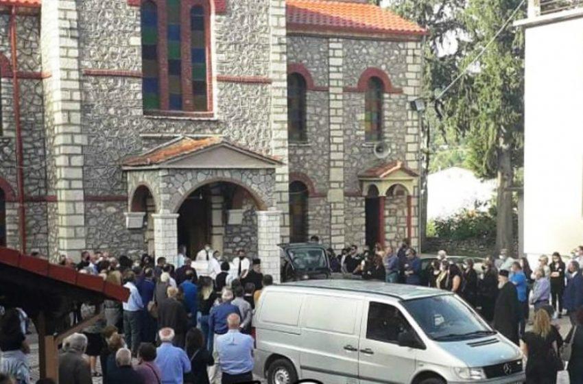 Απέραντη θλίψη στην κηδεία της 43χρονης φαρμακοποιού στο Μουζάκι (vid)