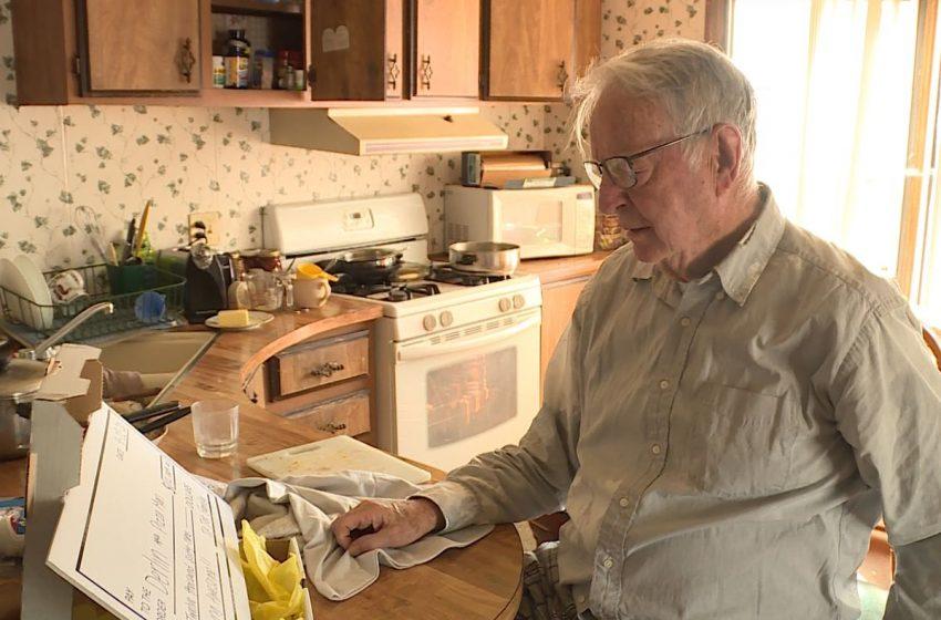 Απίστευτη κίνηση ανθρωπιάς: Δείτε το φιλοδώρημα που έδωσαν σε 89χρονο που έκανε ντελίβερι για να ζήσει (vid)