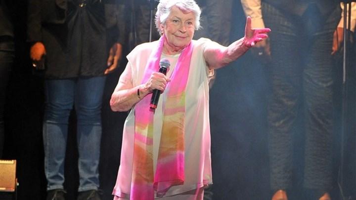 """Πέθανε η διάσημη τραγουδίστρια του φεμινιστικού ύμνου """"I Am Woman"""""""