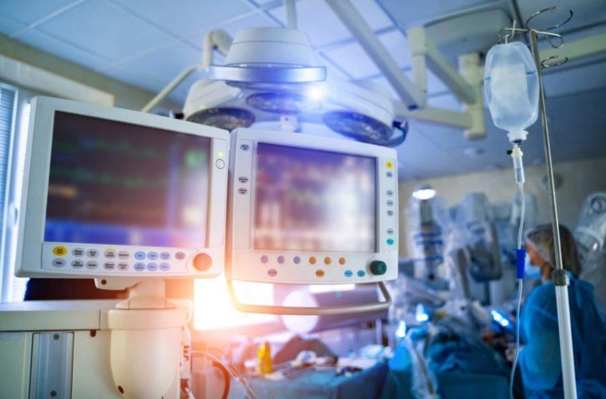 Γιατρός αρνητής του ιού στην εντατική-Πέθαναν η σύζυγος και η πεθερά του