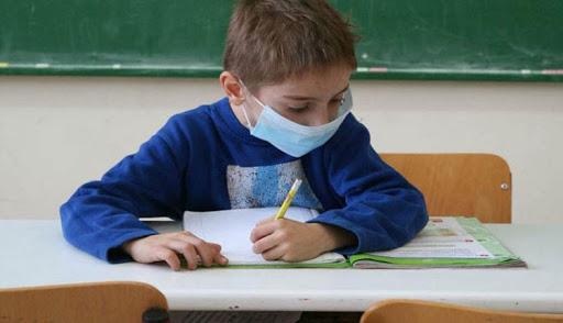 Χάος με τις μάσκες για τα σχολεία – Μόνο μία θα δοθεί τη Δευτέρα