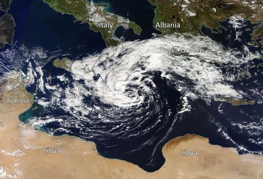 Συναγερμός: Έκτακτη προειδοποίηση για Μεσογειακό κυκλώνα (Medicane) (vid)