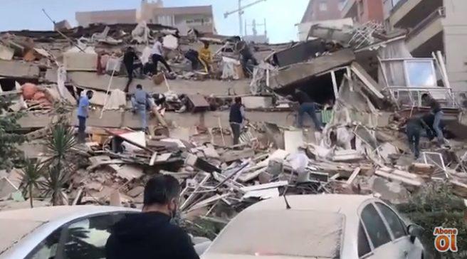Σεισμός 6,7 Ρίχτερ: Κατέρρευσαν σπίτια στην Σμύρνη – Φόβοι για θύματα (vid)