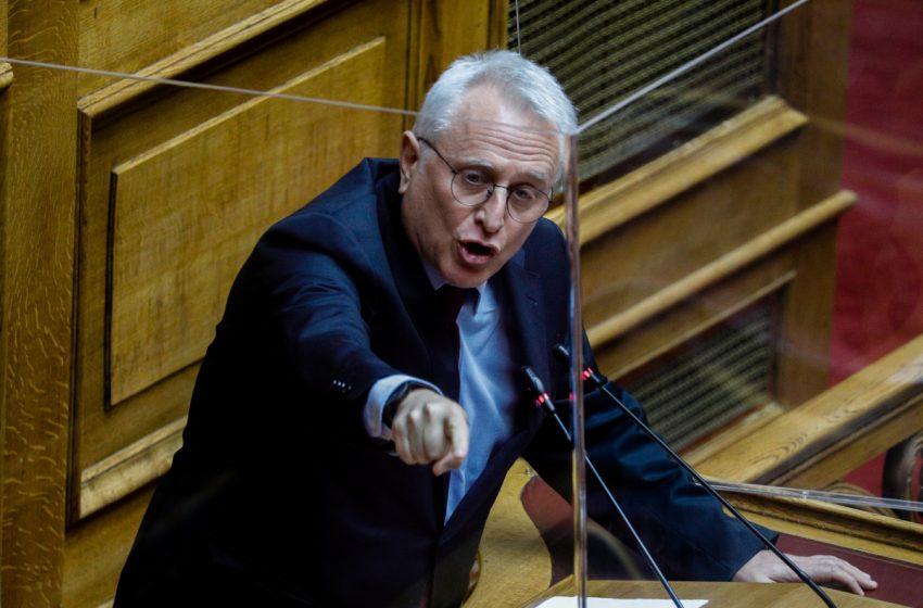 """'Ενταση στη Βουλή- ΣΥΡΙΖΑ: """"Ιστορικό ατόπημα οι δηλώσεις Χρυσοχοϊδη για τα 12 μίλια- Ή να ζητήσει συγγνώμη, ή να τον αποπέμψει ο κ. Μητσοτάκης""""(vid)"""