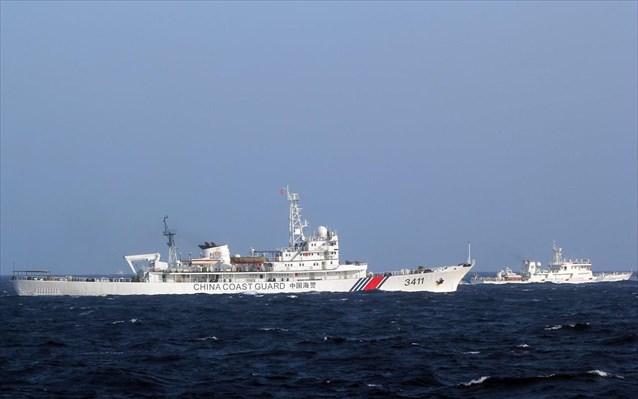 Πλοία του κινεζικού λιμενικού παραβίασαν τα χωρικά της ύδατα καταγγέλει η Ιαπωνία