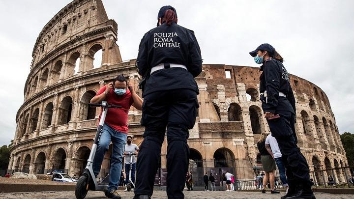 Μείωση κρουσμάτων στην Ιταλία, αλλά λόγω λιγότερων τεστ