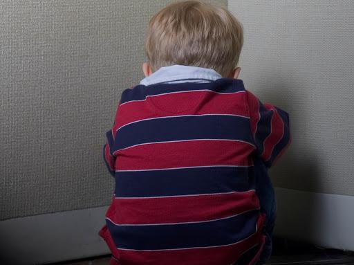 Βασάνιζαν 5χρονο αγοράκι επειδή ήταν άτακτο – Δικάζονται η μητέρα και ο φίλος της