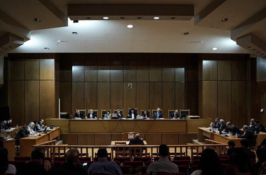 LIVE ΤΩΡΑ Ανακοινώνεται η ιστορική απόφαση για τη Χρυσή Αυγή- Ανέβηκε στην έδρα η πρόεδρος