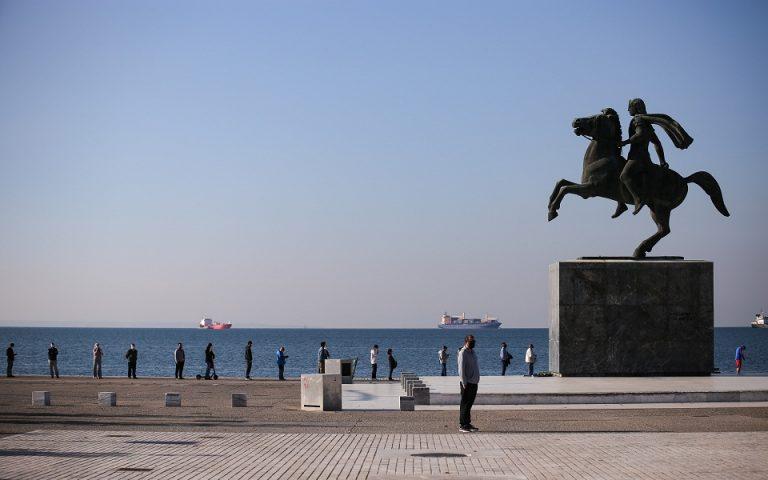 Ουρές για rapid test…στη σκιά του Μεγάλου Αλεξάνδρου
