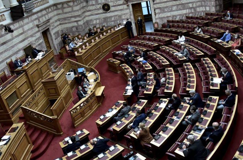 Πόσες και ποιες προτάσεις μομφής κατά υπουργών κατατέθηκαν μετά το 1974