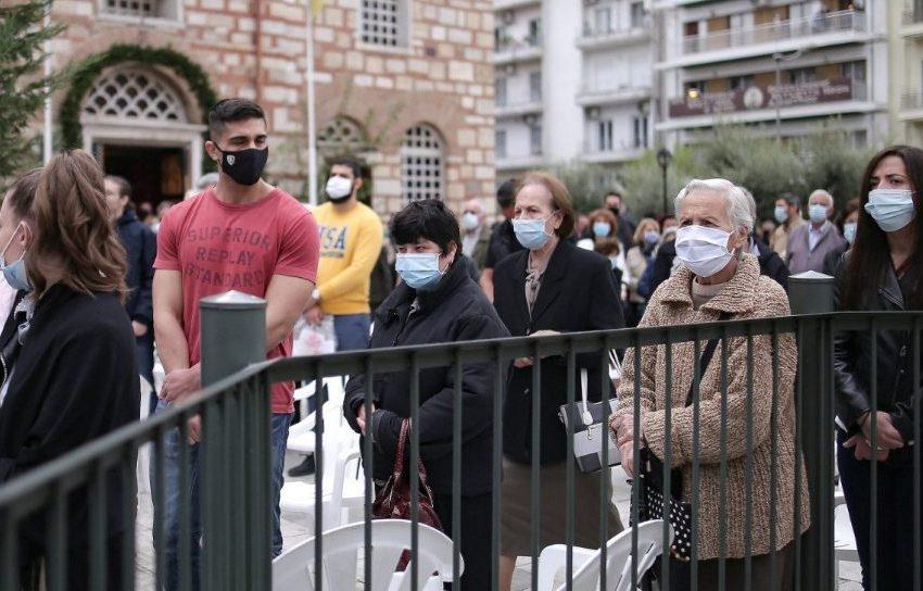 Θεσσαλονίκη: Πλήθος κόσμου με μάσκα στον Άγιο Δημήτριο… ιερείς χωρίς μάσκα