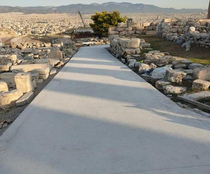 Τσιμέντο στην Ακρόπολη: Έντονες αντιδράσεις από τις εικόνες στον ιερό βράχο – Τι απαντά το Υπ. Πολιτισμού