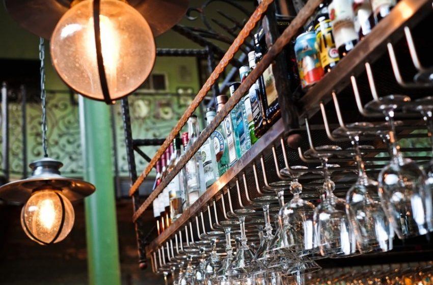 Θα ανοίξουν τα καφέ – μπαρ που διαθέτουν εξωτερικούς χώρους – Διευκρινίσεις Σταμπουλίδη