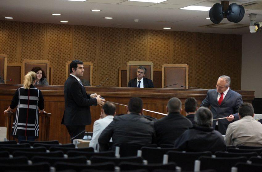 """Δίκη Χρυσής Αυγής – Επίθεση καταδικασθέντα σε φωτορεπόρτερ: """"Τι τραβάς ρε…. """""""