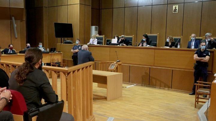 """Δίκη Χρυσής Αυγής: """"Είμαι τελειωμένος αν μπει ο γιος μου φυλακή"""" είπε ο πατέρας του Μπαρμπαρούση"""