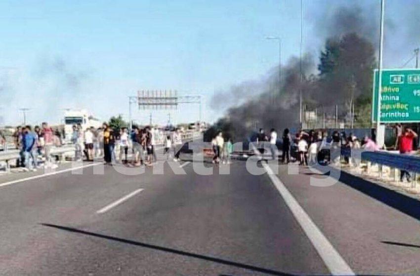 Ουρές χιλιομέτρων στην Κορίνθου – Πατρών – Επεισόδια με Ρομά που έκλεισαν την Εθνική οδό στο Ζευγολατιό (pics)