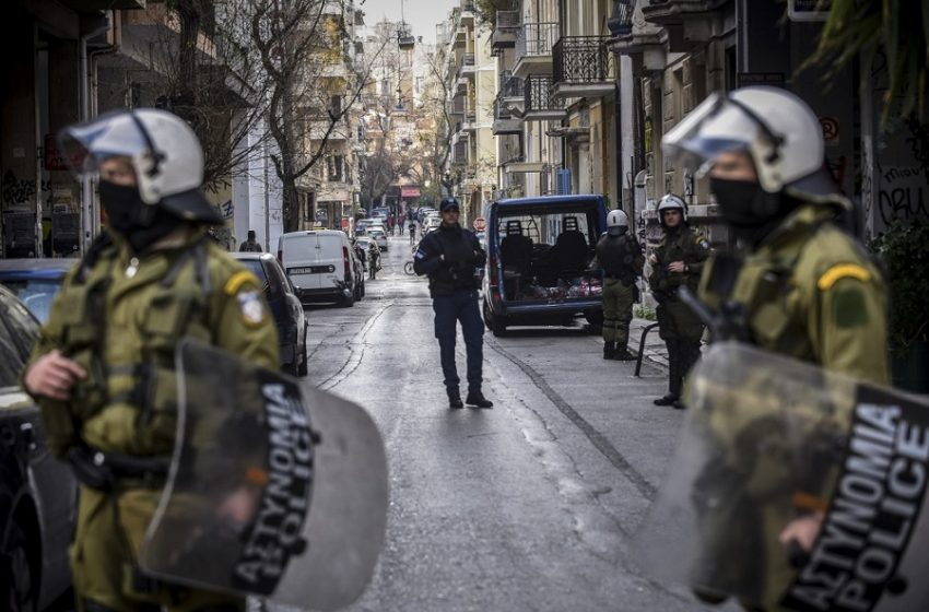 Επιχείρηση της αστυνομίας σε υπό κατάληψη κτίριο στα Εξάρχεια