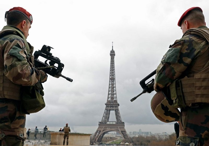 Μουδιασμένη η Γαλλία: Οι πολίτες στα σπίτια, ο στρατός στους δρόμους (vid)