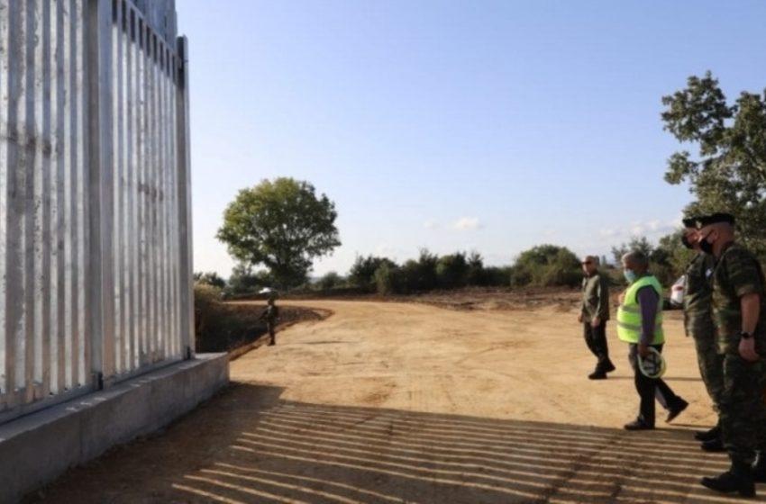 Έβρος: Οι Τούρκοι βρίζουν στα… ελληνικά και χτυπούν τις σειρήνες πίσω από τον φράχτη