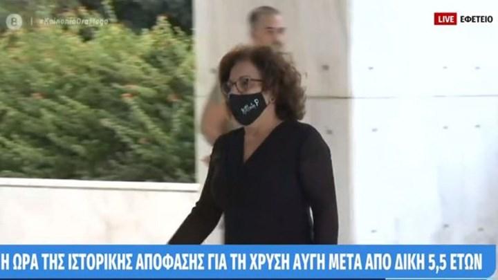 Η Μάγδα Φύσσα με μάσκα Killah P στο Εφετείο (εικόνα)