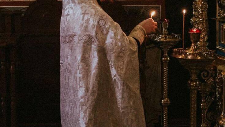 Παράλογο; Ιερέας φοράει μάσκα σε κλειστούς χώρους αλλά δεν το επιτρέπει σε πιστούς στην εκκλησία