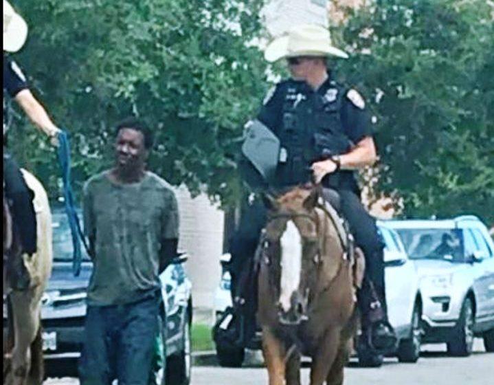 Έδεσαν Αφροαμερικανό και τον τραβούσαν με σκοινί δύο λευκοί αστυνομικοί – Tους ζητά με αγωγή-μαμούθ 1 εκ. δολάρια