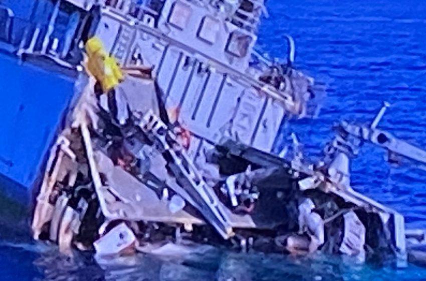 """Πειραιάς: Κόπηκε στα δύο το """"Καλλιστώ"""", υπάρχουν τραυματίες – Εικόνες από τη σύγκρουση – Ανακοίνωση του ΓΕΝ"""