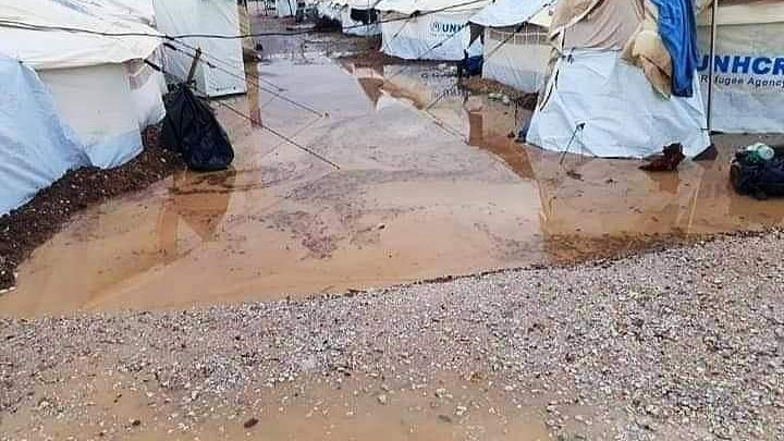 Πλημμύρισε το ΚΥΤ στο Καρά Τεπέ – 80 σκηνές στο νερό (vid)
