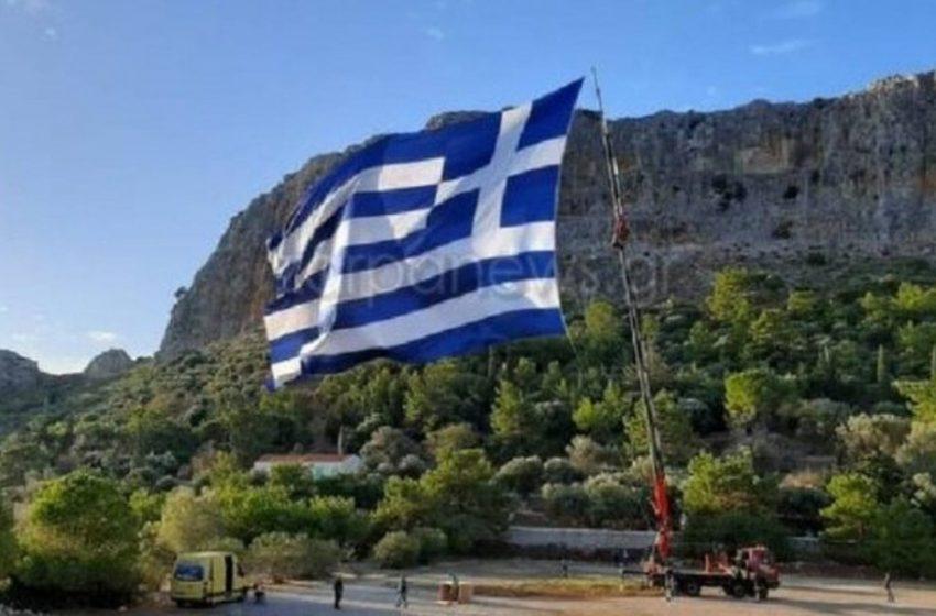 """""""Πρόκληση"""" θεωρούν οι Τούρκοι την ελληνική σημαία στο Καστελόριζο"""