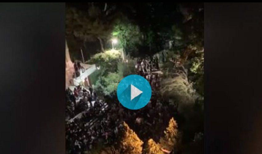 Κολωνάκι: Μόλις έκλεισαν τα μπαρ, γέμισε η… εκκλησία (vid)