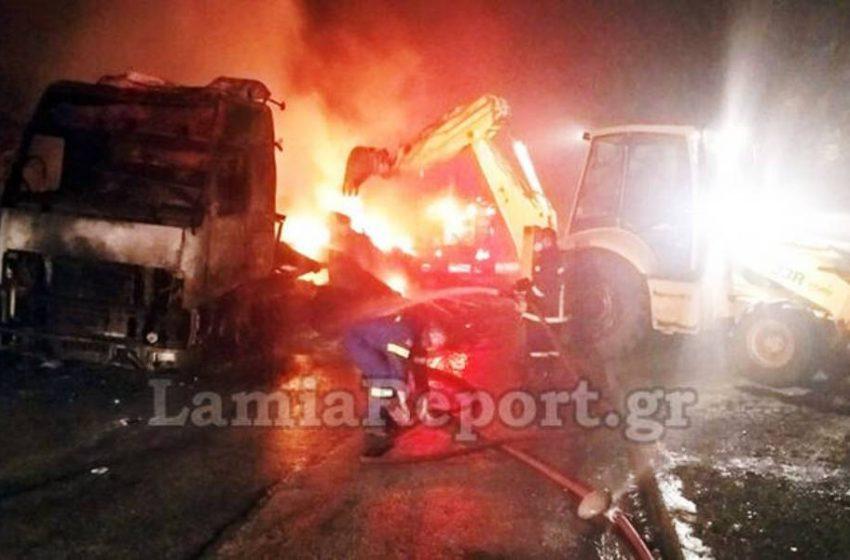 Εκρήξεις τη νύχτα στα Καμένα Βούρλα – Νταλίκα έγινε παρανάλωμα του πυρός