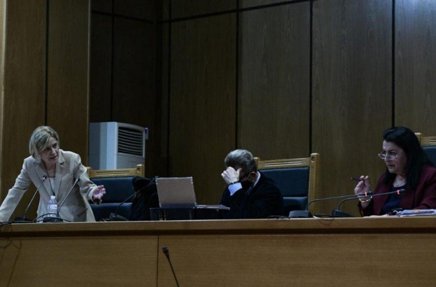 Αντεπίθεση εισαγγελέως στη δίκη της Χρυσής Αυγής: Μιλήσατε με έντονο ύφος, είπε στην πρόεδρο – Επέμεινε στις αναστολές, δικαιολόγησε Μιχαλολιάκο, Λαγό