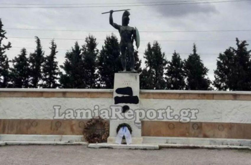 Έβαψαν με μπογιά το μνημείο του Λεωνίδα στις Θερμοπύλες
