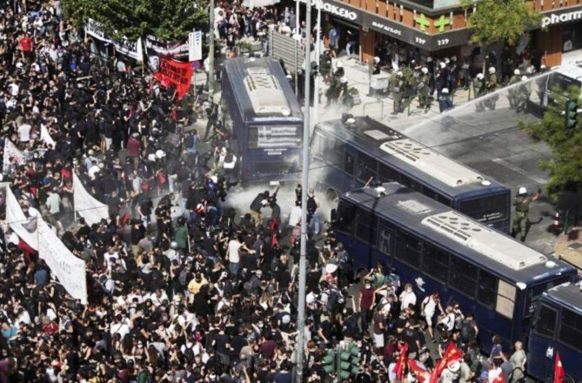 ΣΥΡΙΖΑ: Η κυβέρνηση έχει δυσανεξία στις δημοκρατικές διαμαρτυρίες (vid)
