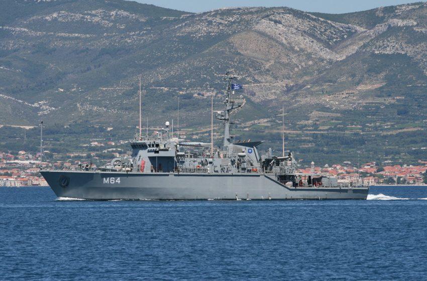 Σύγκρουση πλοίων στο λιμάνι του Πειραιά – Πολεμικό με επιβατηγό
