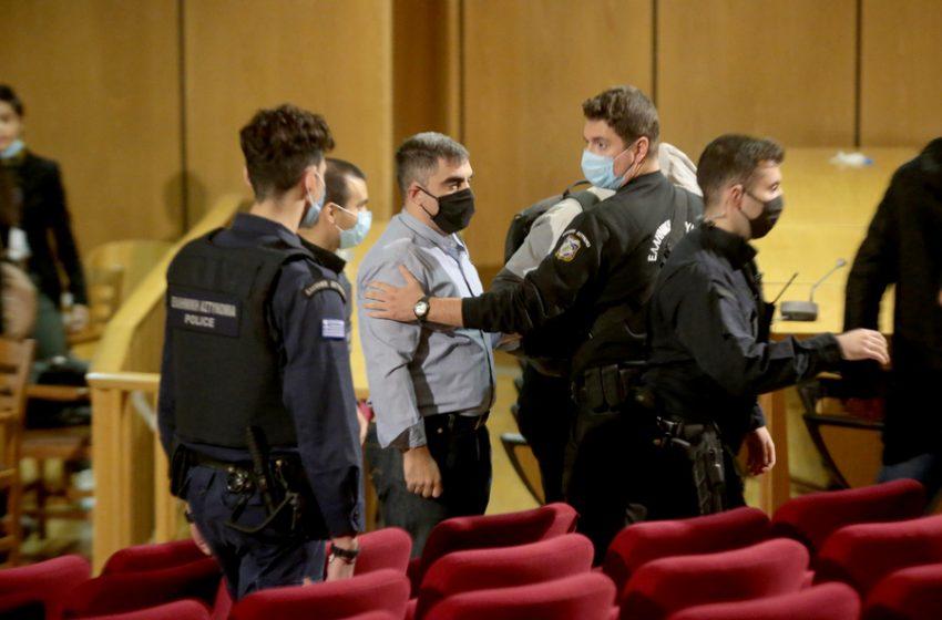 Η στιγμή της σύλληψης του Αρτέμη Ματθαιόπουλου στο δικαστήριο (εικόνα)