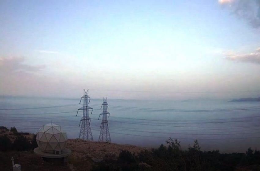Καιρός: Πέπλο ομίχλης κάλυψε την Αθήνα (vid)
