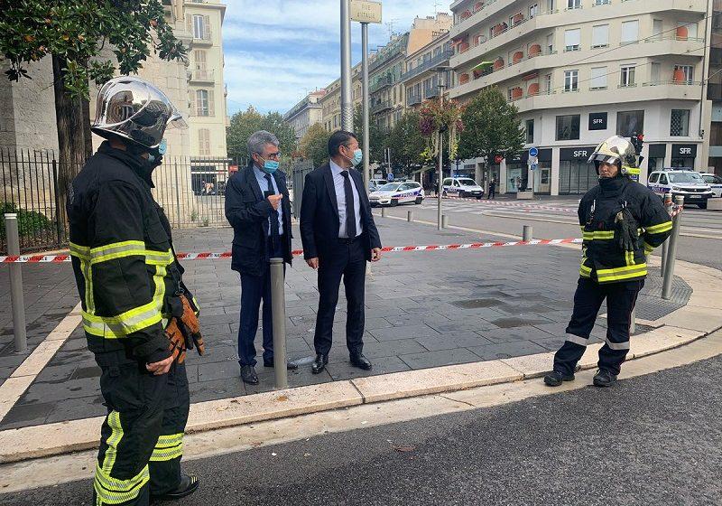 """Τρόμος στη Γαλλία: Τρεις νεκροί σε επίθεση με μαχαίρι στη Νίκαια- Ο δράστης φώναξε """"Αλλάχου Άκμπαρ""""  και αποκεφάλισε δύο από τα θύματα"""