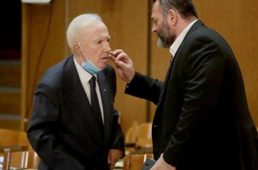 Ο Δημήτρης Ψαρράς σχολιάζει την εμφάνιση του Κ. Πλεύρη στη δίκη της Χρυσής Αυγής