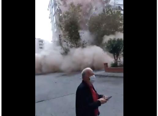 Σεισμός 6,7 Ρίχτερ: Η στιγμή που καταρρέει πολυκατοικία στη Σμύρνη (vid)