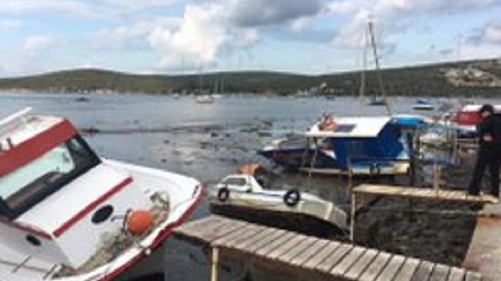 Βάρκες και τράτες βγήκαν στη στεριά της Σμύρνης από τον μεγάλο σεισμό (εικόνα)