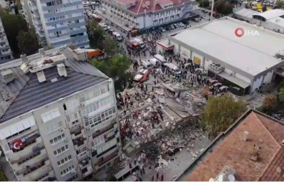 Σμύρνη LIVE Αγωνιώδεις προσπάθειες των σωστικών συνεργείων – Νεκροί, τραυματίες, εγκλωβισμένοι